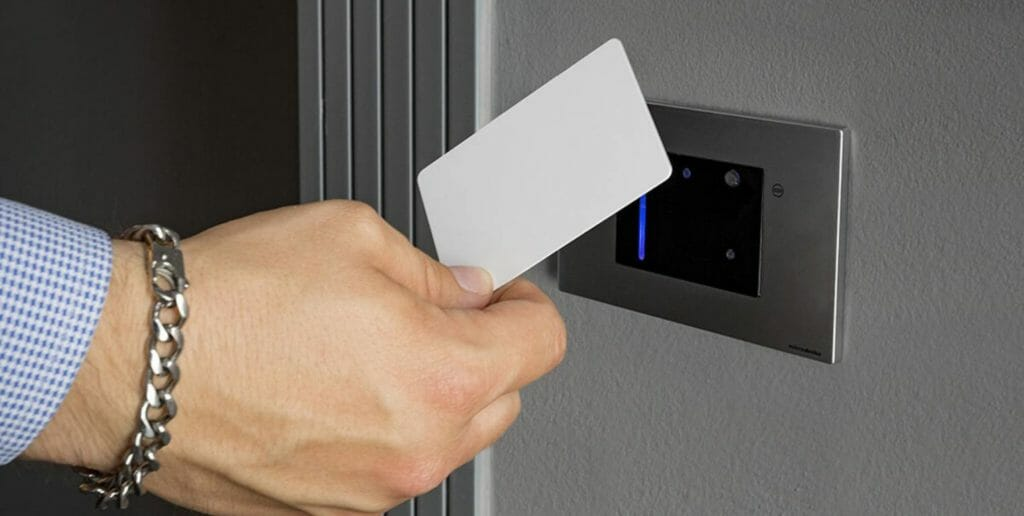 sistema di apertura porta contactless di Microdevice srl