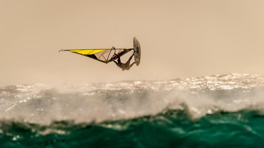 Windsurf nell'oceano